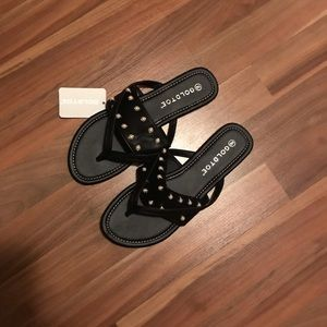 Gold Toe Black Flat Sandals. NWT. Size 9.